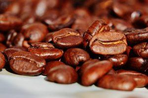 Zrnková káva vonia výborne