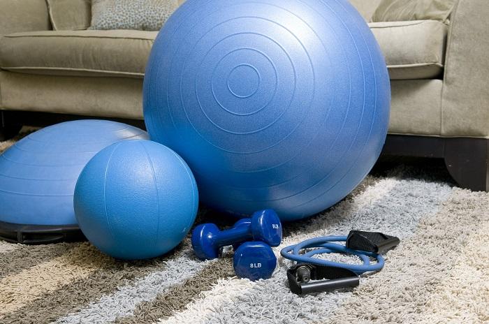 Cviky na doma s míčem a gumami