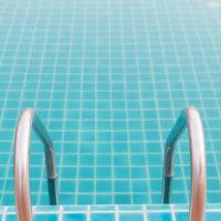 Murovany bazen so schodíkmi